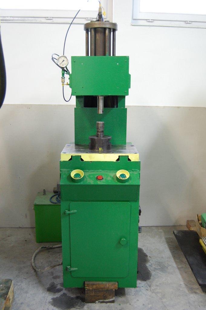 Wybitny Prasy hydrauliczne | Maszyny do metali JK27